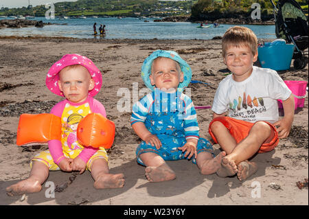 Schull, West Cork, Ireland. 5th July, 2019. On another sweltering day in West Cork, many people hit the beaches. Abigail, Darraghand Lorcan Sheehan from Kilcoe enjoying their day at the beach. Credit: Andy Gibson/Alamy Live News. - Stock Photo