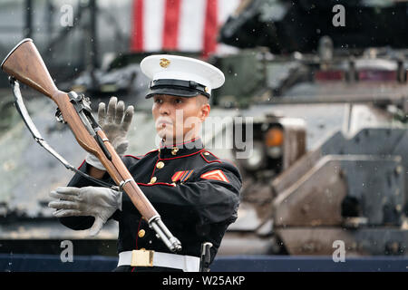 Washington, United States Of America. 04th July, 2019. A member of the U.S. Marine Corps Silent Drill Platoon marches in formation and performs at the Salute to America event Thursday, July 4, 2019, at the Lincoln Memorial in Washington, DC People: President Donald Trump Credit: Storms Media Group/Alamy Live News - Stock Photo
