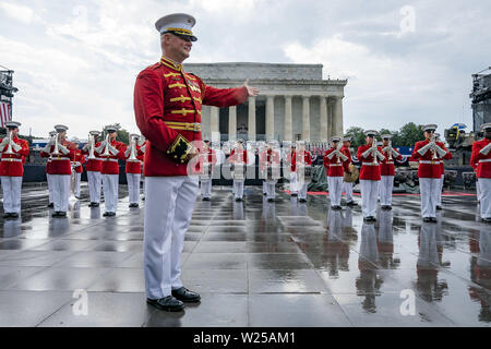 Washington, United States Of America. 04th July, 2019. Members of the U.S. Marine Corps Band march in formation and perform at the Salute to America event Thursday, July 4, 2019, at the Lincoln Memorial in Washington, DC People: President Donald Trump Credit: Storms Media Group/Alamy Live News - Stock Photo