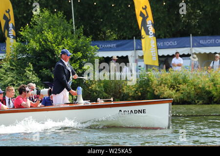 The Umpire boat with Sir Matthew Pinsent as umpire follows the competitors at speed at Henley Royal Regatta, Henley-on-Thames, UK - Stock Photo