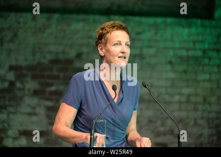 """Vienna, Austria. 06th July, 2019. 41st Federal Congress of the Greens(GRUENE). The list places 1 to 14 of the list of candidates for the National Council election 2019 are selected in the """"Expedithalle Wien"""". Sibylle Hamann an Austrian journalist applies for a list position for the National Council election. Credit: Franz Perc / Alamy Live News - Stock Photo"""