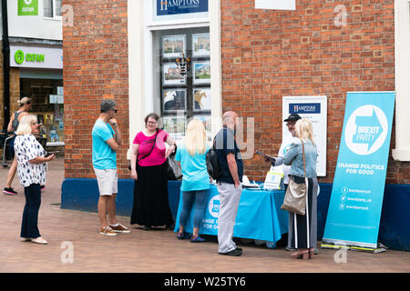 Banbury, Oxfordshire, July 6th 2019 Members of the Brexit Party (UK) hand out copies of their newspaper 'The Brexiteer' at stalls in the Market Square, Banbury. This marks part of a 'National Campaign Day' on which The Brexit Party state they aimed to set up stalls in each county in the UK. Bridget Catterall Alamy Live News - Stock Photo