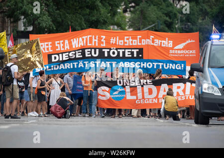 Hessen, Germany. 6th July 2019. 06 July 2019, Hessen, Frankfurt/Main: Several hundred participants take part in a demonstration in the city centre to support sea rescue workers and refugees. Photo: Boris Roessler/dpa - Stock Photo