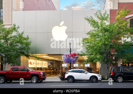 Spokane, Washington - June 30 2019: An urban Apple Store in the Riverfront Park area of downtown Spokane, Washington. - Stock Photo