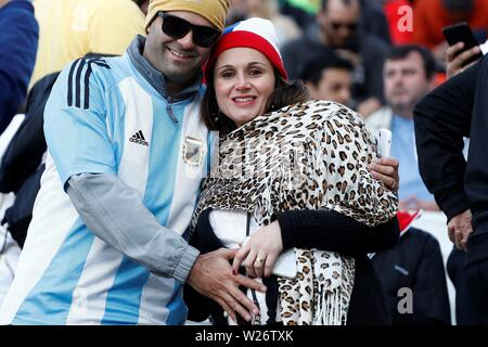 Sao Paulo, Brazil. 06th July, 2019. Argentine fans arrive before the Copa America 2019 3rd place soccer match between Argentina and Chile, at Arena Corinthians Stadium in Sao Paulo, Brazil, 6 July 2019. Credit: Sebastiao Moreira/EFE/Alamy Live News - Stock Photo
