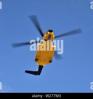 Sikorsky S92A VH-ISP, owned by Petroleum Helicopters International and operated by Helicopters New Zealand, on approach to Broome Airport. - Stock Photo