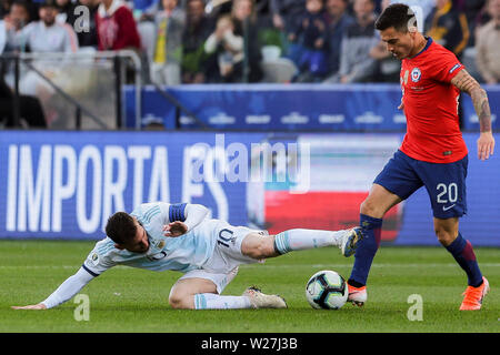 6th July 2019, Arena Corinthians Stadium, Sao Paulo, Brazil; Copa America international football, 3rd-4th playoff final, Argentina versus Chile; Lionel Messi of Argentina brought down by Charles Aránguiz of Chile - Stock Photo