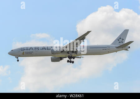 Singapore - Mar 26, 2019. 9V-SYL Singapore Airlines Boeing 777-300 (Star Alliance Livery) landing at Changi Airport (SIN). - Stock Photo