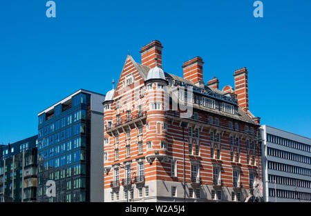Contrasting architecture in Liverpool, England UK. 30 James Street Hotel, once the home of the White Star Line and the RMS Titanic - Stock Photo
