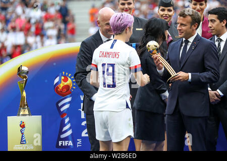 Lyon, France. 07th July, 2019. Rapinoe the United States and President Fifa Gianni Infantino and Emannuel Macron during match against the Netherlands game valid for the Final of the Women 's Soccer World Cup in Lyon in France this Sunday, 07. Credit: Brazil Photo Press/Alamy Live News - Stock Photo
