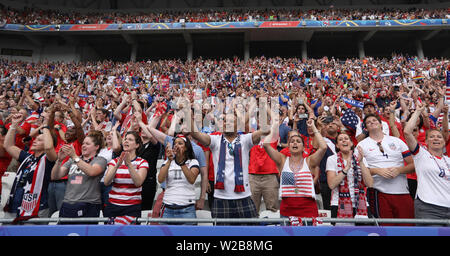 Lyon, France. 7th July, 2019. Fans of the United States celebrate after the 2019 FIFA Women's World Cup at Stade de Lyon in Lyon, France, July 7, 2019. Credit: Xu Zijian/Xinhua/Alamy Live News - Stock Photo