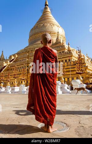 Monk at prayer spot, Shwezigon Pagoda, Bagan (Pagan), Myanmar (Burma) - Stock Photo