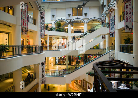 Canada, Quebec, Montreal, Les Cours Mont-Royal, shopping center - Stock Photo