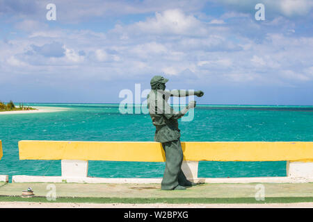 Cuba, Jardines del Rey, Ernest Hemingway statue on causeway linking Cayo Coco to Cayo Guillermo - Stock Photo