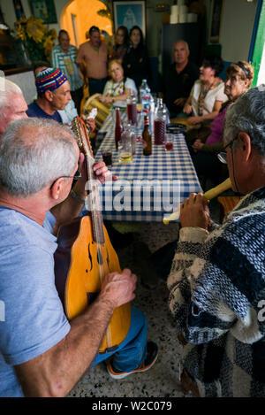 Spain, Canary Islands, Tenerife, Roque de las Bodegas, cafe musicians, Casa Africa cafe - Stock Photo