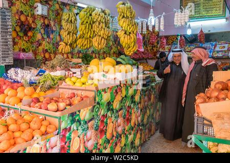 Fruit & grocery shop, Madaba, Jordan - Stock Photo
