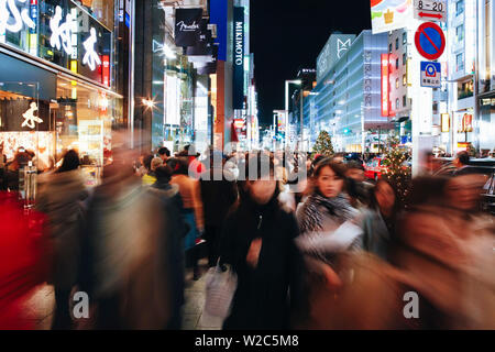Asia, Japan, Honshu, Tokyo, Ginza, Crowds on Chuo Dori Street, the most fashionable shopping street in Tokyo - Stock Photo