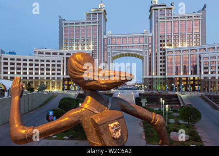 Central Asia, Kazakhstan, Astana, Nurzhol Bulvar, KazMunaiGas building and Khan Shatyr center - Stock Photo