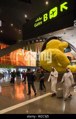Qatar, Doha, Doha-Hamad International Airport, open since 2014, duty-free shopping area - Stock Photo