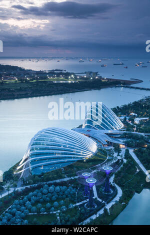 Singapore, elevated view of the Gardens By The Bay with the Indoor Botanical Gardens of Cloud Forest and Flower Dome, dawn - Stock Photo