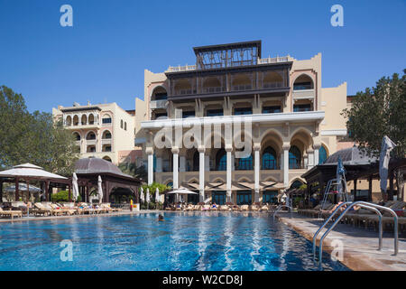 UAE, Abu Dhabi, Shangri-La Qaariyat Al Beri Hotel, swimming pool - Stock Photo