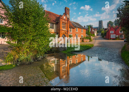 UK, England, Suffolk, Kersey, Church Hill, St Mary's Church, The Old River House reflected in the ford on the River Brett - Stock Photo