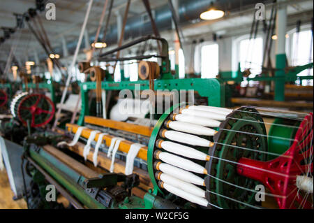 USA, Massachusetts, Lowell, Lowell National Historic Park, Boott Cotton Mills Museum, the weave room, early US fabric manufacturing - Stock Photo
