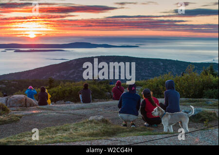 USA, Maine, Mt. Desert Island, Acadia National Park, Cadillac Mountain, elev.1530 feet, visitors at dawn - Stock Photo