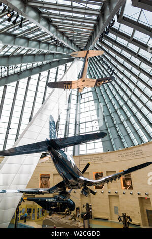 USA, Virginia, Triangle, National Museum of the Marine Corps, Leatherneck Gallery with WW2-era Corsair fighter plane - Stock Photo