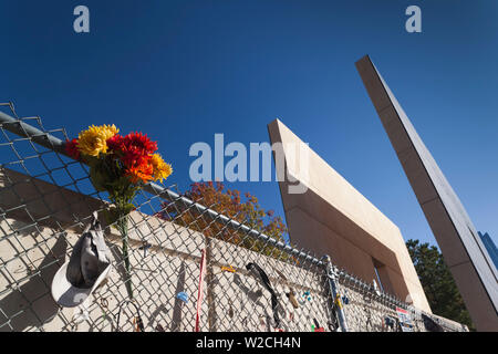 USA, Oklahoma, Oklahoma City, Oklahoma City National Memorial to the victims of the Alfred P. Murrah Federal Building Bombing on April 19, 1995, people's memorial wall and West Entrance - Stock Photo