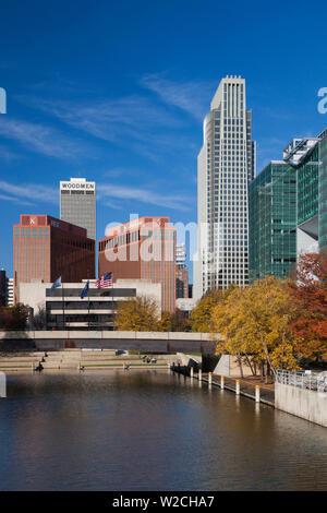 USA, Nebraska, Omaha, Gene Leahy Mall, skyine - Stock Photo