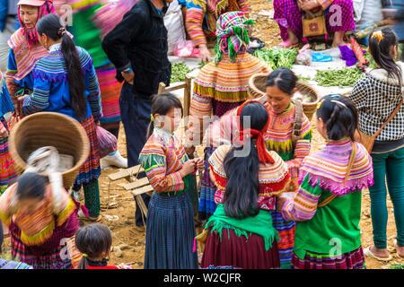 Flower Hmong tribes people at market, nr Bac Ha, nr Sapa, Vietnam - Stock Photo