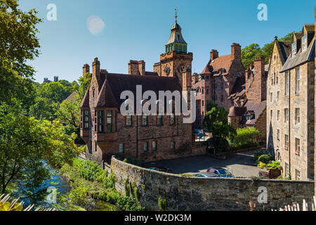 Iconic view in Dean Village,  on the Water of Leith in Edinburgh, Scotland. Well Court, designed by architect Sidney Mitchell in 1884 - Stock Photo
