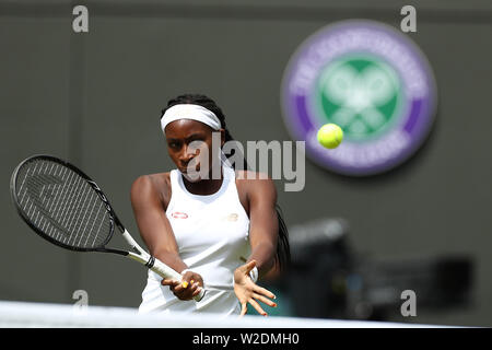 Wimbledon, London, UK. 8th July 2019, The All England Lawn Tennis and Croquet Club, Wimbledon, England, Wimbledon Tennis Tournament, Day 7; Cori Gauff (usa) returns to Simona Halep (rou) Credit: Action Plus Sports Images/Alamy Live News - Stock Photo