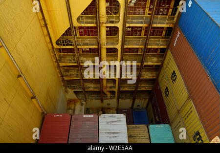 santos, sao paulo/brazil - february 08, 2014:  view into the cargo hold  of containership msc alessia (imo 9225653) - Stock Photo