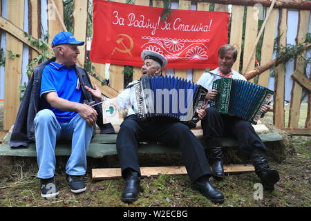 Russia. 07th July, 2019. PSKOV REGION, RUSSIA - JULY 7, 2019: Men play accordeons during the 60th Kurgan Druzhby meeting attended by Soviet Army veterans and guerrillas who fought against Nazi Germany during the Great Patriotic War (part of WWII) in 1941-1945 and who now live in Russia, Belarus and Latvia. Vladimir Smirnov/TASS Credit: ITAR-TASS News Agency/Alamy Live News - Stock Photo