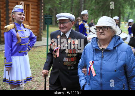 Russia. 07th July, 2019. PSKOV REGION, RUSSIA - JULY 7, 2019: Great Patriotic War veteran Viktor Paramonov (C) during the 60th Kurgan Druzhby meeting attended by Soviet Army veterans and guerrillas who fought against Nazi Germany during the Great Patriotic War (part of WWII) in 1941-1945 and who now live in Russia, Belarus and Latvia. Vladimir Smirnov/TASS Credit: ITAR-TASS News Agency/Alamy Live News - Stock Photo
