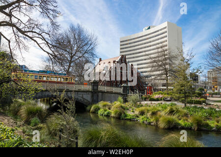 Bridge over the Avon River in Christchurch, New Zealand, showing building supported by beams following 2011 earthquake damage - Stock Photo