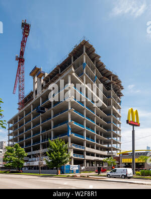 High rise condo building under construction in the Fulton Market neighborhood - Stock Photo
