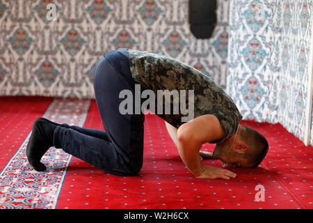 Young Kosovar praying in a Prizren mosque, Kosovo. - Stock Photo