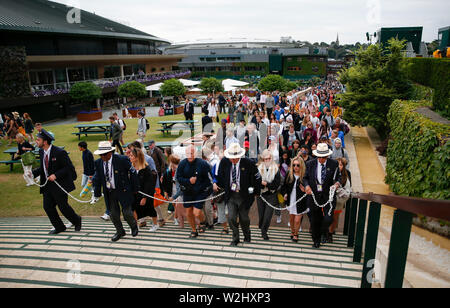 London, Britain. 9th July, 2019. The first group of spectators arrive during the eighth day of the 2019 Wimbledon Tennis Championships in London, Britain, July 9, 2019. Credit: Han Yan/Xinhua/Alamy Live News - Stock Photo