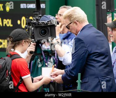 London, UK. 09th July, 2019. Tennis: Grand Slam, Wimbledon. Boris Becker signs an autograph. Credit: Frank Molter/dpa/Alamy Live News - Stock Photo