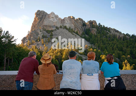 Visitors at Mount Rushmore National Memorial (by sculptor Gutzon Borglum), Black Hills, Keystone, County Pennington, South Dakota, USA - Stock Photo