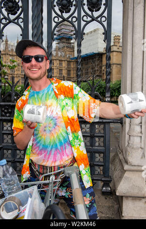 Westminster, London, SW1A 0AA, UK. 9th July, 2019. Rob sells Donald Trump novelty toilet paper as part of his Chan-Dog's Vibevan mission to bring about a positive change to the UK mental healthcare system. Credit: Maureen McLean/Alamy Live News - Stock Photo