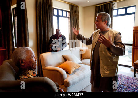 Bangladeshi Nobel Peace Prize Laureate Prof Muhammad Yunus meets Nelson Mandela, former president of South Africa, leader of the African National Congress (ANC) and a fellow Nobel Peace Prize recipient at the Nelson Mandela Foundation in Johannesburg. The two came together on the occasion of the Seventh Nelson Mandela Annual Lecture, where Prof Yunus was to deliver a speech. Nelson Mandela, known as Madiba in his homeland, turns 91 years old on July 18 this year. Johannesburg, South Africa. July 10, 2009. - Stock Photo