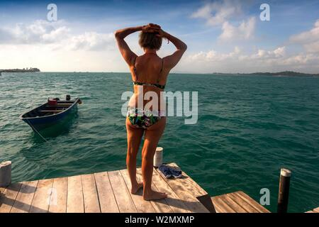 Indonesia, Holidays making on a 'Kelong' ( houses on the sea) in front of the village of Teluk Bakau, on the island of Bintan. - Stock Photo