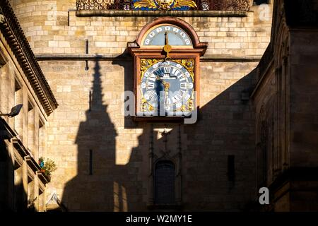 France, Nouvelle Aquitaine, Gironde, the click under the 'Grosse Cloche', on Porte Saint Eloï gate, at Bordeaux. - Stock Photo