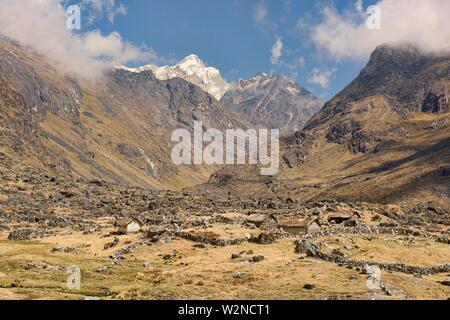 Trekking across the Cordillera Real mountain range, Bolivia. - Stock Photo
