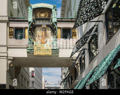 The Ankeruhr (Anchor clock), an Art Noveau mechanical clock built in 1914, that forms a bridge between two buildings, Hoher Markt, Vienna, Austria. - Stock Photo