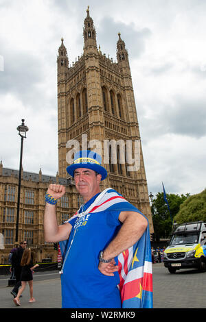 Westminster, London. 9th July, 2019. A Brexit remain campaigner poses opposite the Victoria Tower at the House of Commons. Credit: Maureen McLean/Alamy - Stock Photo